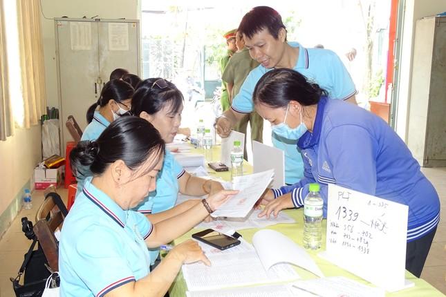 Người dân TPHCM đi bỏ phiếu về việc thành lập TP Thủ Đức ảnh 1