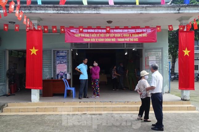 Người dân TPHCM đi bỏ phiếu về việc thành lập TP Thủ Đức ảnh 2