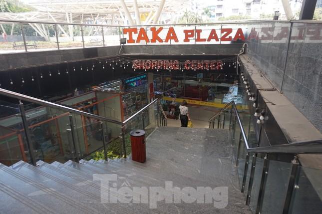 Chợ 'ngầm' dưới lòng đất TPHCM đìu hiu vắng khách ảnh 12