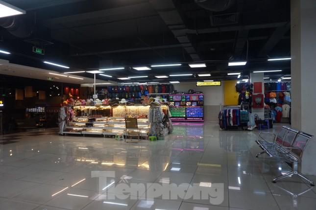 Chợ 'ngầm' dưới lòng đất TPHCM đìu hiu vắng khách ảnh 11