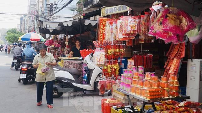 Người Sài Gòn tranh thủ sắm iPad, iPhone về cúng ông Công ông Táo ảnh 3