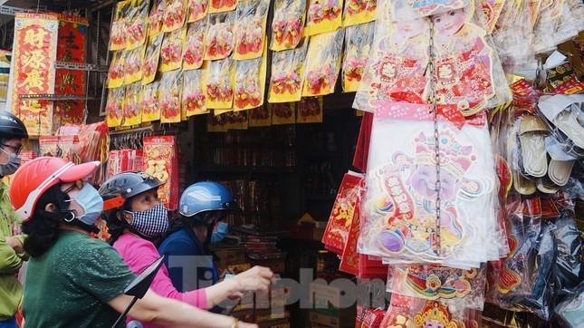 Người Sài Gòn tranh thủ sắm iPad, iPhone về cúng ông Công ông Táo ảnh 5