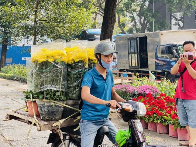 Chợ hoa lớn nhất Sài Gòn vắng khách ngày cận Tết ảnh 11