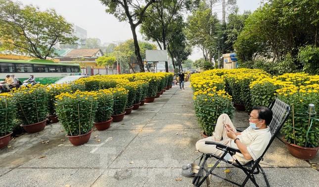 Chợ hoa lớn nhất Sài Gòn vắng khách ngày cận Tết ảnh 4