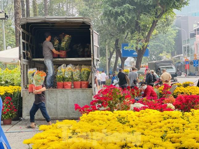 Chợ hoa lớn nhất Sài Gòn vắng khách ngày cận Tết ảnh 3