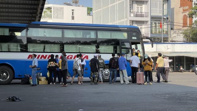 Người dân 'đủng đỉnh' trở lại TPHCM sau Tết ảnh 10