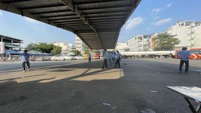 Người dân 'đủng đỉnh' trở lại TPHCM sau Tết ảnh 11