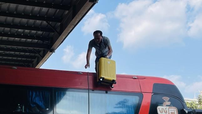 Người dân 'đủng đỉnh' trở lại TPHCM sau Tết ảnh 4