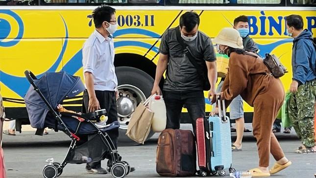Người dân 'đủng đỉnh' trở lại TPHCM sau Tết ảnh 7