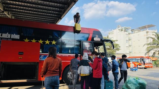 Người dân 'đủng đỉnh' trở lại TPHCM sau Tết ảnh 3