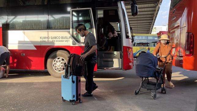 Người dân 'đủng đỉnh' trở lại TPHCM sau Tết ảnh 6