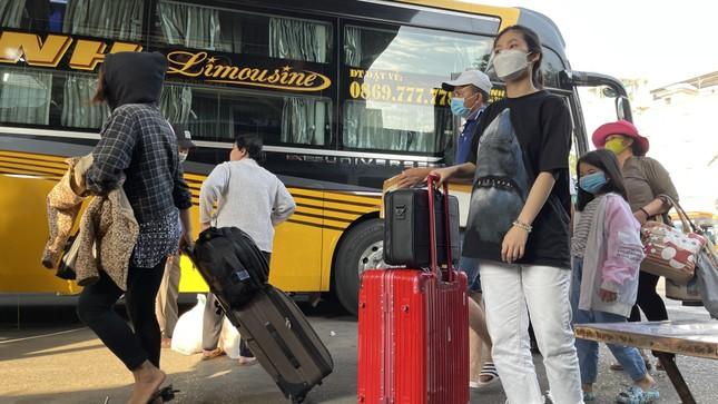 Người dân 'đủng đỉnh' trở lại TPHCM sau Tết ảnh 1