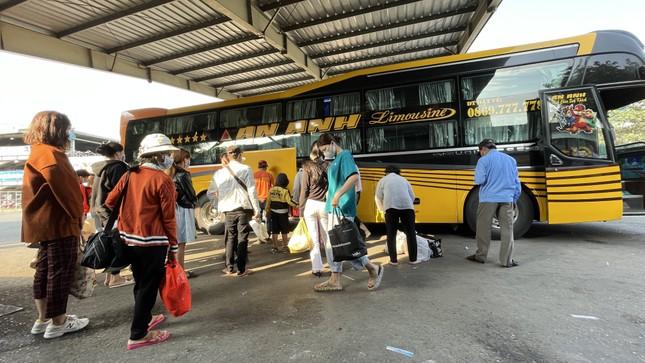Người dân 'đủng đỉnh' trở lại TPHCM sau Tết ảnh 2