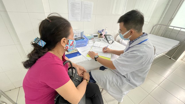 Cận cảnh tiêm thử nghiệm vắc xin ngừa COVID-19 tại Long An ảnh 6