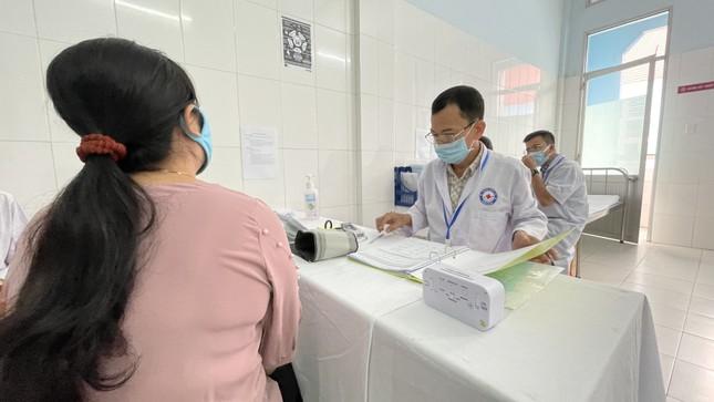 Cận cảnh tiêm thử nghiệm vắc xin ngừa COVID-19 tại Long An ảnh 8