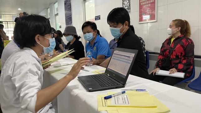Cận cảnh tiêm thử nghiệm vắc xin ngừa COVID-19 tại Long An ảnh 5