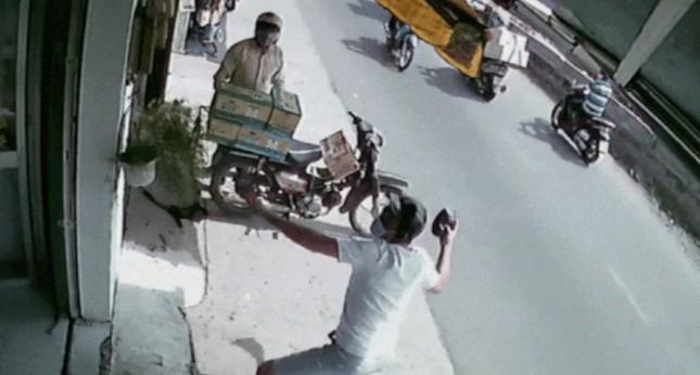 Ném mắm tôm, tạt sơn đòi nợ kiểu 'khủng bố' ở Sài Gòn ảnh 1
