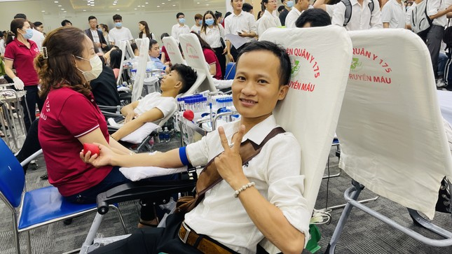 Bạn trẻ hào hứng tham gia hiến máu Chủ nhật Đỏ ảnh 8