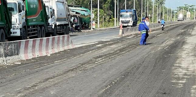 Cận cảnh xe tải chở bùn 'bẫy' người dân ảnh 7