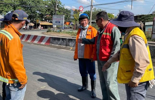 Cận cảnh xe tải chở bùn 'bẫy' người dân ảnh 6