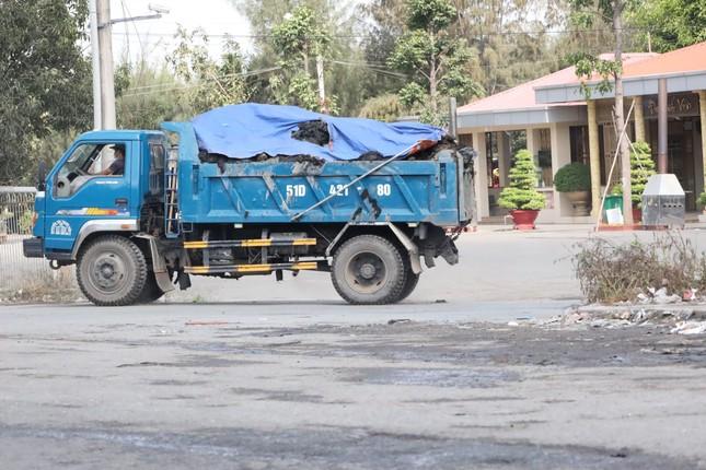 Cận cảnh xe tải chở bùn 'bẫy' người dân ảnh 8