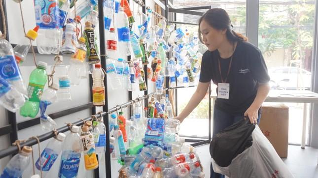 Bạn trẻ TPHCM tái chế đồ nhựa, hướng đến lối sống xanh ảnh 2