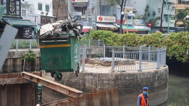 Hai cơn mưa ở TPHCM làm chết gần 14 tấn cá trên kênh ảnh 5