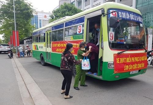 Đi làm căn cước gắn chíp, người dân Bình Chánh được miễn vé xe buýt ảnh 1