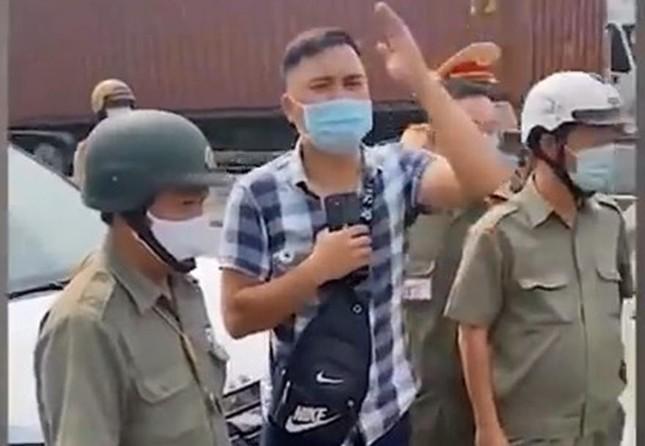 Vì sao cựu đại uý chuyên livestream 'giám sát cảnh sát giao thông' bị bắt? ảnh 1