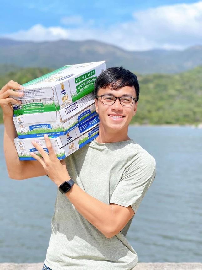 Chàng trai Quảng Nam mang nụ cười đến trẻ em vùng cao ảnh 1