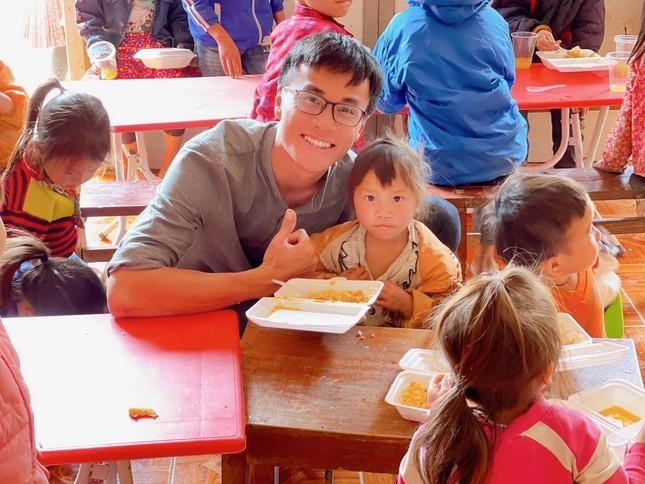 Chàng trai Quảng Nam mang nụ cười đến trẻ em vùng cao ảnh 2