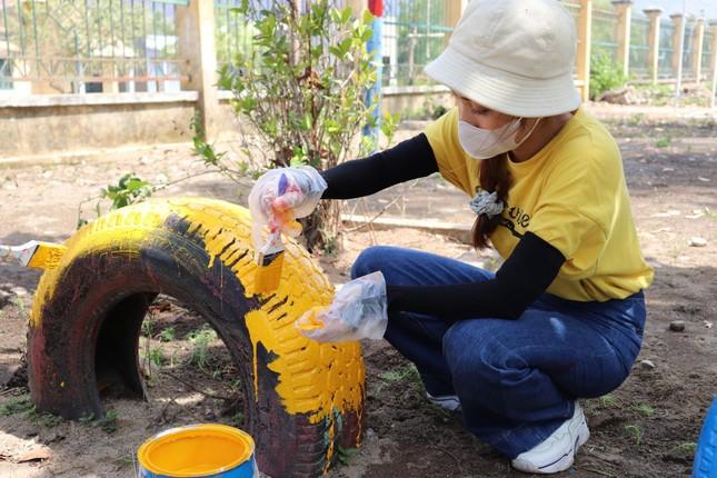Mang niềm vui đến trẻ em nghèo Ninh Thuận  ảnh 5