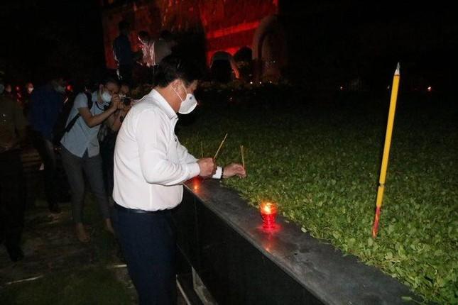 Thành Đoàn TP. HCM thắp nến tri ân các anh hùng liệt sĩ ảnh 2
