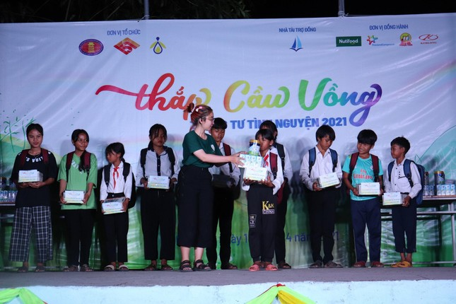 Mang niềm vui đến trẻ em nghèo Ninh Thuận  ảnh 3