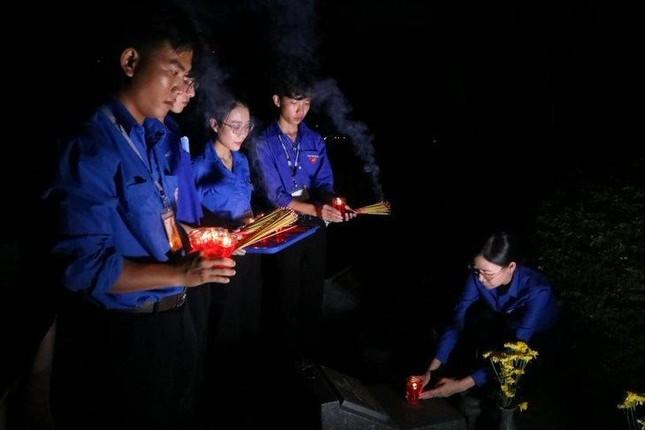 Thành Đoàn TP. HCM thắp nến tri ân các anh hùng liệt sĩ ảnh 3