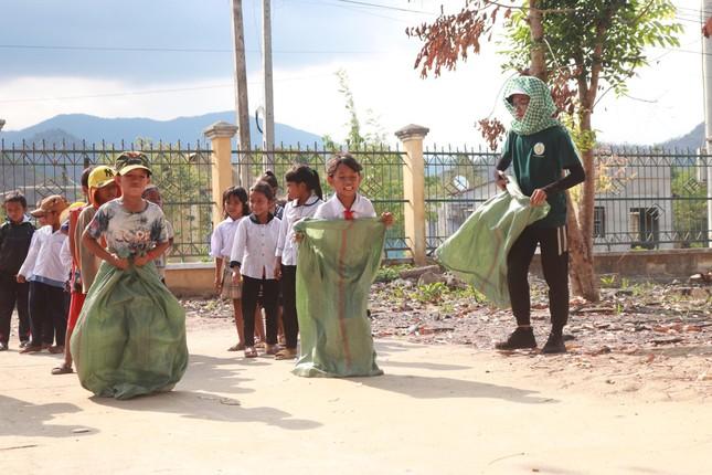 Mang niềm vui đến trẻ em nghèo Ninh Thuận  ảnh 4