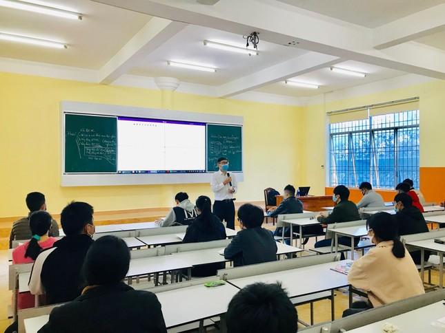 """Đoàn trường ĐH Đà Lạt thành lập """"Tổ phản ứng nhanh"""" đón sinh viên  ảnh 9"""