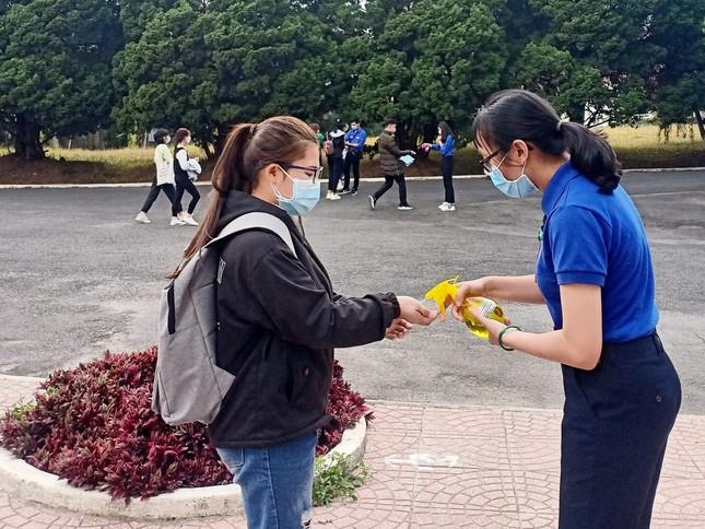 Xúc động bài viết tri ân lực lượng chống dịch tuyến đầu của nữ sinh trường ĐH Đà Lạt ảnh 2