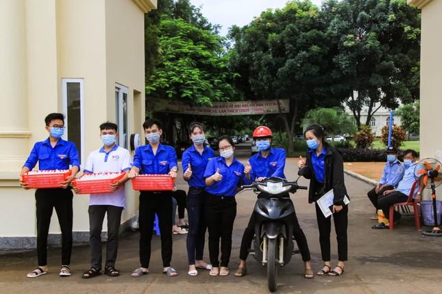 Tuổi trẻ ĐH Công nghệ Miền Đông tích cực chung tay đẩy lùi COVID-19 ảnh 2