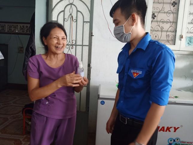 Tuổi trẻ ĐH Công nghệ Miền Đông tích cực chung tay đẩy lùi COVID-19 ảnh 11