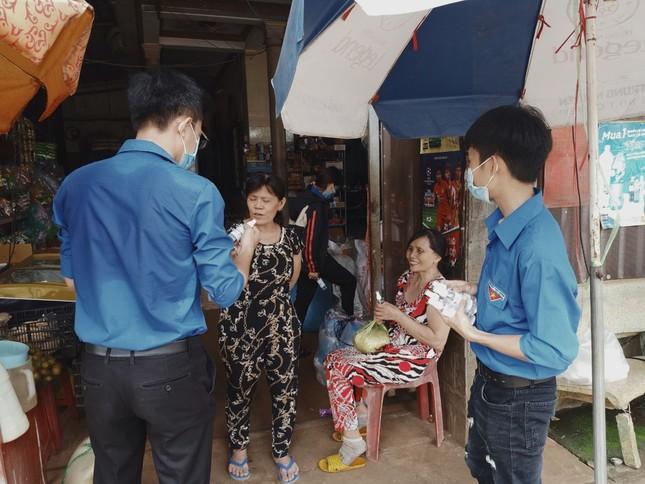 Tuổi trẻ ĐH Công nghệ Miền Đông tích cực chung tay đẩy lùi COVID-19 ảnh 1