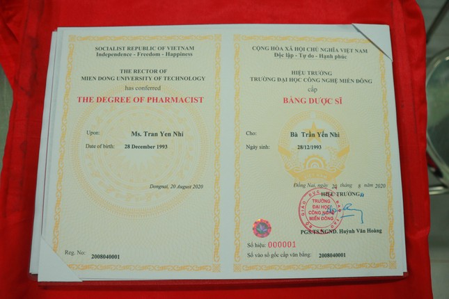 Trường ĐH Công nghệ Miền Đông đặc cách trao bằng tốt nghiệp cho nữ sinh viên ảnh 2