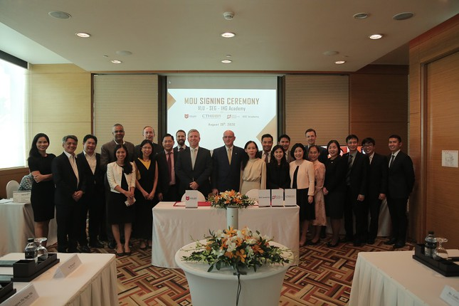 Trường ĐH Văn Lang hợp tác quốc tể để đào tạo ngành Du lịch theo hướng mới ảnh 1