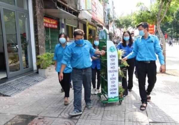 """Các bạn trẻ cùng hưởng ứng chiến dịch """"Thành phố xanh"""" ảnh 5"""
