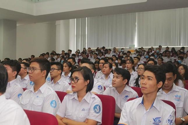 Tăng cường các hoạt động tư vấn, hỗ trợ sinh viên ảnh 1