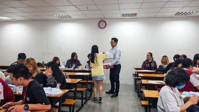 Sinh viên các trường phía Nam hướng về đồng bào miền Trung  ảnh 2