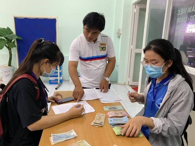 Sinh viên KTX ĐHQG TP. HCM ủng hộ bà con miền Trung gần 400 triệu đồng ảnh 9