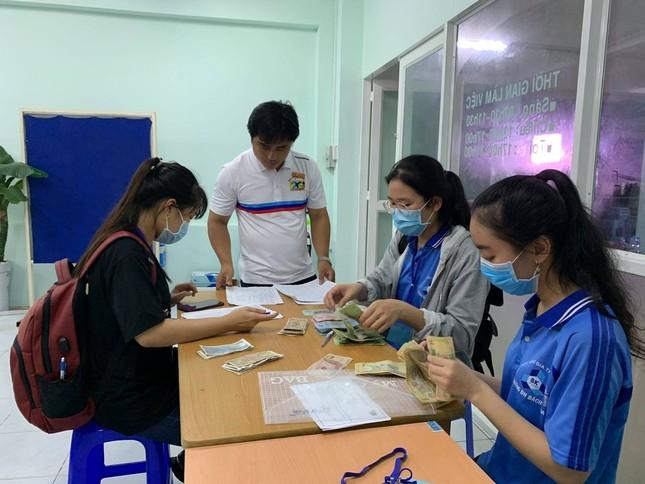 Sinh viên KTX ĐHQG TP. HCM ủng hộ bà con miền Trung gần 400 triệu đồng ảnh 10