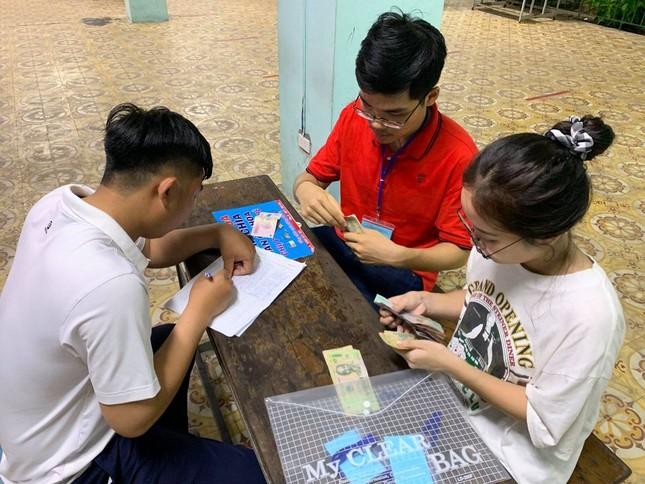 Sinh viên KTX ĐHQG TP. HCM ủng hộ bà con miền Trung gần 400 triệu đồng ảnh 3