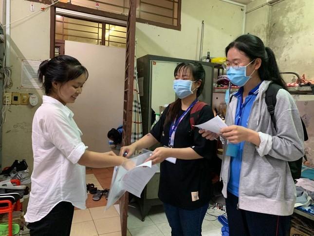 Sinh viên KTX ĐHQG TP. HCM ủng hộ bà con miền Trung gần 400 triệu đồng ảnh 7